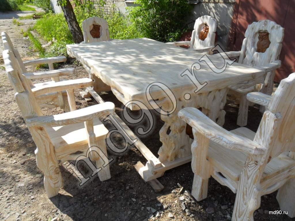 Стол и стулья под старину